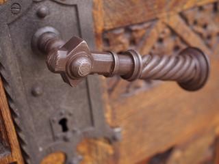 Türklinke mit Metallverzierung