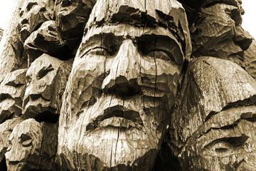 Gesichter Bildhauerei aus Holz
