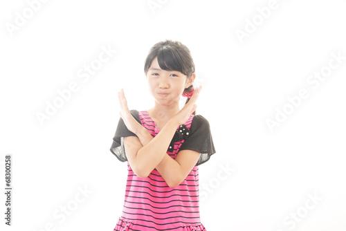 禁煙の意思表示をする女の子