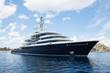 Leinwanddruck Bild - Luxus: Megagroße Yacht am Meer - Konzept Reichtum