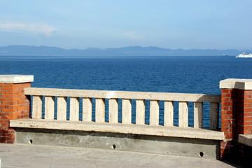 Geländer am Meer