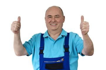 Zufriedener Handwerker zeigt zwei Top-Daumen