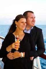 giovane coppia in crociera