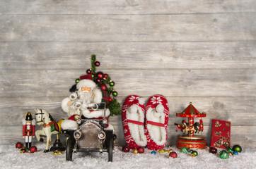 Dekoration Weihnachten: Santa Claus vintage style mit Geschenke