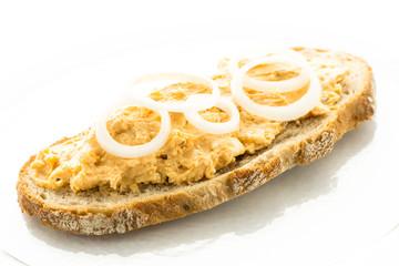 Scheibe Brot mit Obatzter Käse