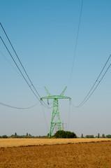 Опора линии электро передач в поле