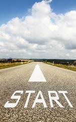 das Wort START auf der Strasse