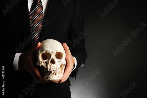 canvas print picture ドクロを持っているスーツのビジネスマン