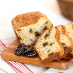 cake lardons pruneaux 3
