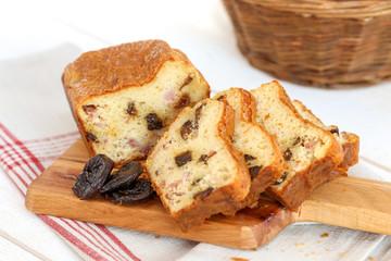 cake lardons pruneaux