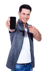 junger mann mit samrtphone