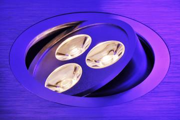 warmweiße dreifach-LED