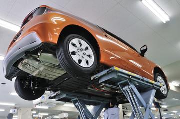 整備紅葉の自動車