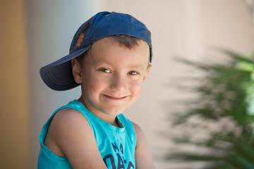 petit garçon avec casquette