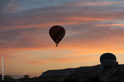 Papiers peints Montgolfière / Dirigeable Hot Air Baloon over Cappadocia at sunrise. Turkey