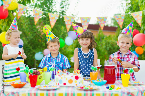 Outdoor birthday party for toddlers - 68371269