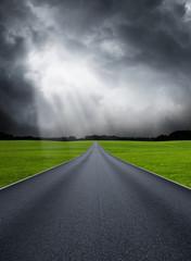 Landtraße bei Sturm