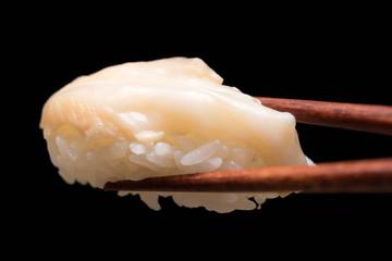 ホタテ貝 寿司 黒背景