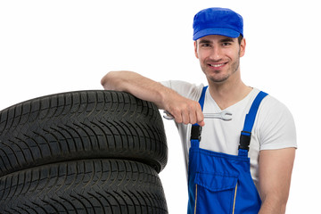 Motor mechanic changes a tyre