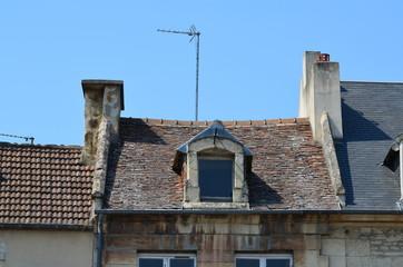 Lucarne, cheminées et antenne