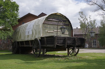 large covered wagon2