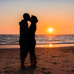 Baiser au coucher de soleil