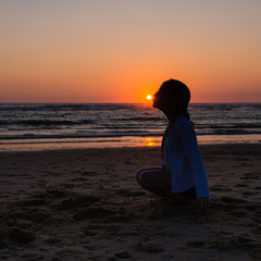 Baiser au soleil au coucher