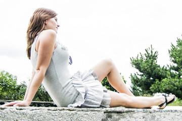 Dziewczyna na murze