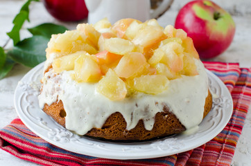 Cake with cream and caramelized apples
