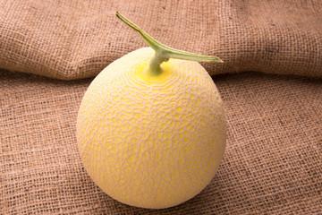 黄色いネットメロン(黄美香メロン)