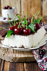 Cheesecake with chocolate and cherries