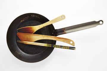 フライパンとヘラと菜箸