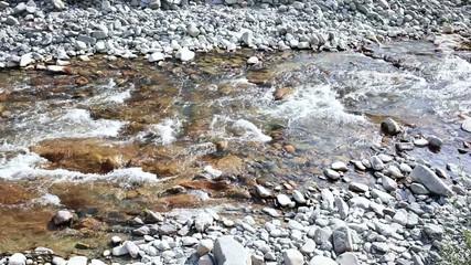 Corriente en el Rio Esca. El Roncal.