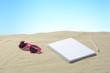 Lapicero, gafas de sol de color rosa y cuaderno
