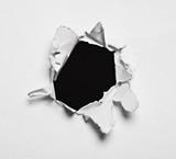 Schwarzes aufgerissenes Loch in Papier - Fine Art prints