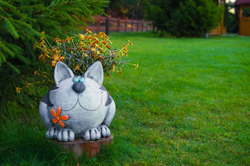 Садовая фигура - кот в саду