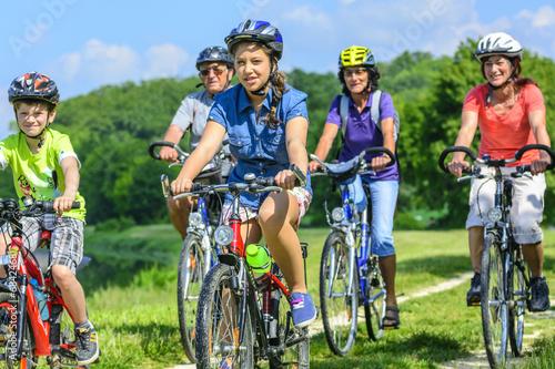 drei Generationen auf Radtour