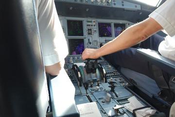 cockpit avion de ligne 326