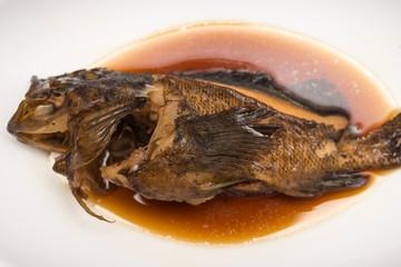 煮込んだ魚 白背景