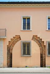 Ravenna, medieval entrance evidenced in a city building