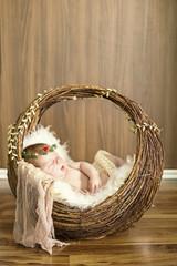 Kleiner Bub in einem Körbchen, Weihnachtsdeko