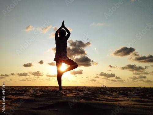 canvas print picture yoga am strand