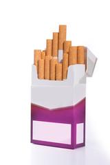 Zigaretten Packung - isoliert auf weißem Hintergrund