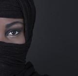 Gesicht einer arabisch muslimischen verschleierten Frau