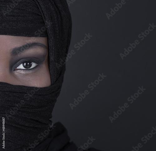 canvas print picture Gesicht einer arabisch muslimischen verschleierten Frau