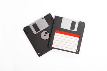 """3,5"""" Disketten vor weißem Hintergrund"""