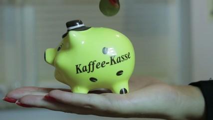 Frau spart Geld