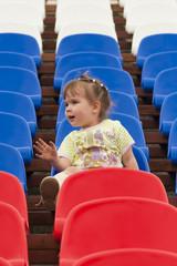 Ребёнок на трибуне стадиона