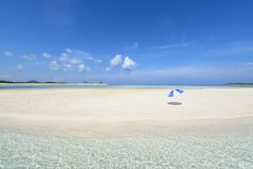 真夏の南国の美しいビーチ