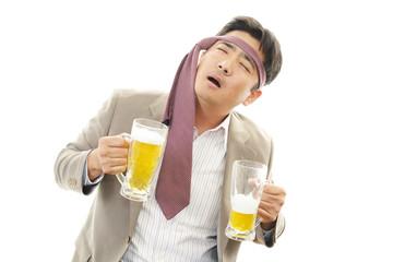 ビールを飲みすぎたサラリーマン